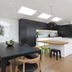modern-mutfak-masalari-siyah-bir-masaya-bakin