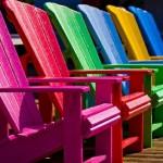 renkli-sandalyeler-1