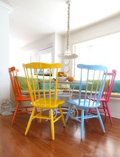 renkli-sandalyeler-8