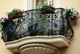 balkon-icin-cicek-saksilarinin-yeni-tasarimlari-8